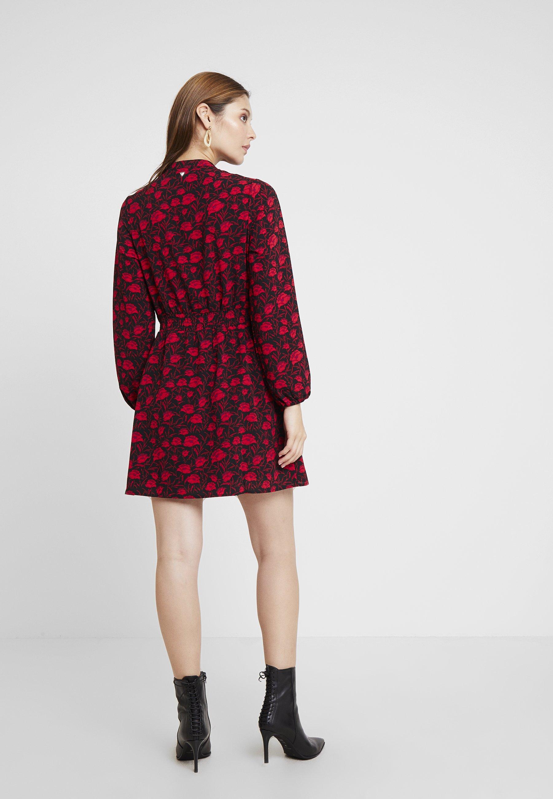 Guess Robe d'été - rouge poppy dream red