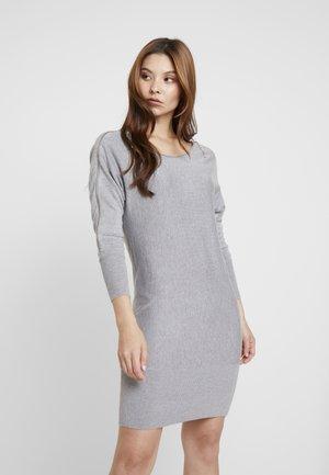 CARMEN DRESS - Sukienka dzianinowa - stone heather grey