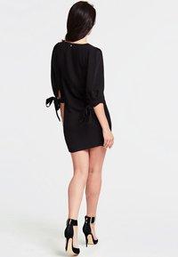 Guess - FIOCCHI - Robe d'été - black - 1