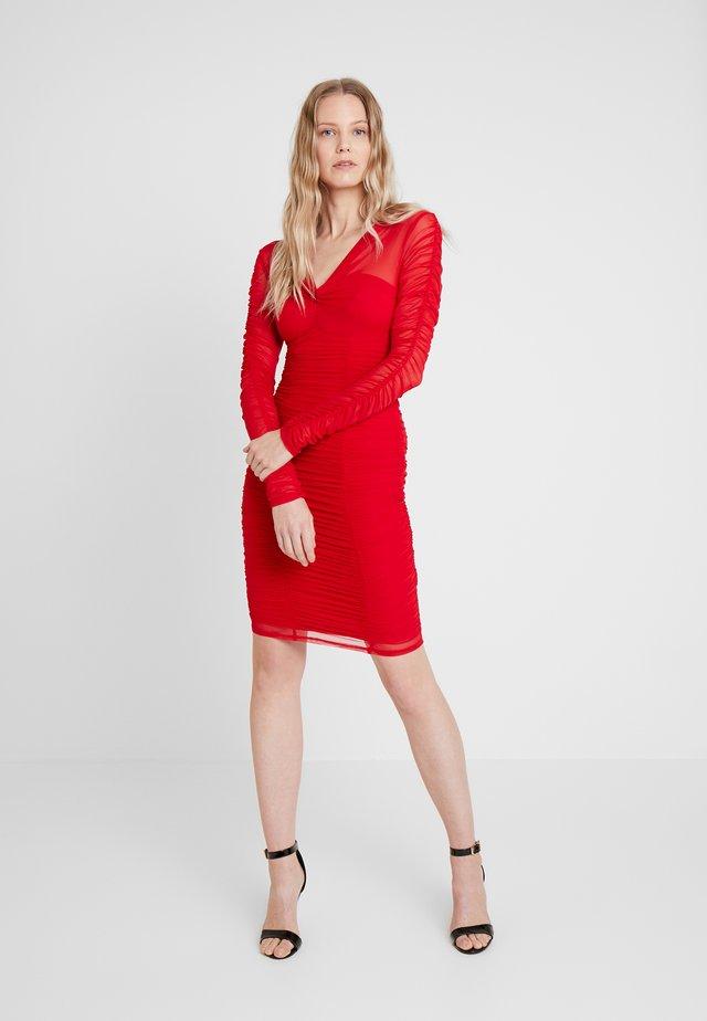 ADRIANNA DRESS - Etuikleid - cravos