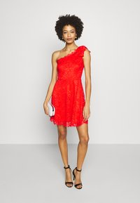 Guess - CELIA DRESS - Vestito elegante - firecracker - 1