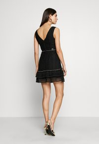 Guess - LEANDRA DRESS - Vestido de cóctel - jet black - 2