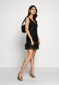 Guess - LEANDRA DRESS - Vestido de cóctel - jet black