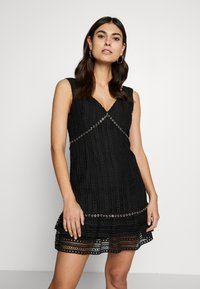 Guess - LEANDRA DRESS - Vestito elegante - jet black - 0