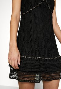 Guess - LEANDRA DRESS - Vestido de cóctel - jet black - 5