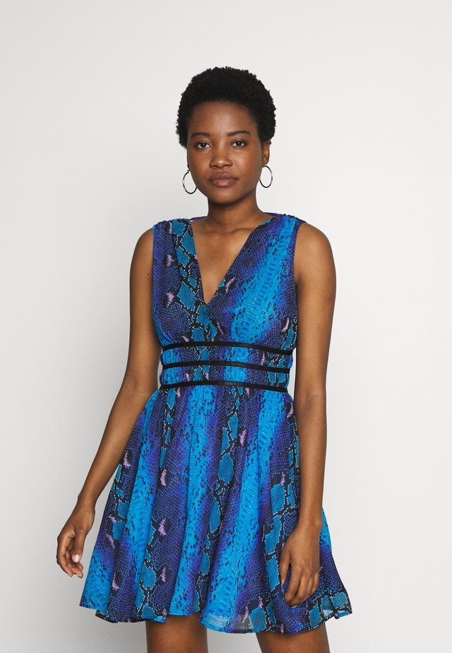 GINNY DRESS - Korte jurk - python rock blue
