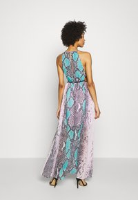 Guess - VIVIENNE DRESS - Robe longue - pop combo - 2