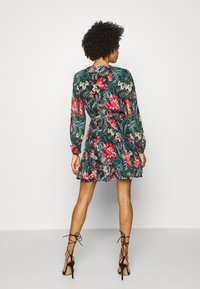 Guess - EULALIA DRESS - Robe d'été - green/black - 2
