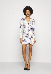 Guess - ANTHEA DRESS - Shift dress - watercolor flowers - 1