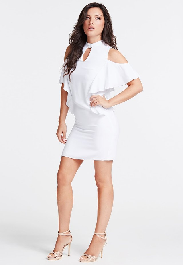 GUESS KLEID VOLANTS - Etuikleid - white