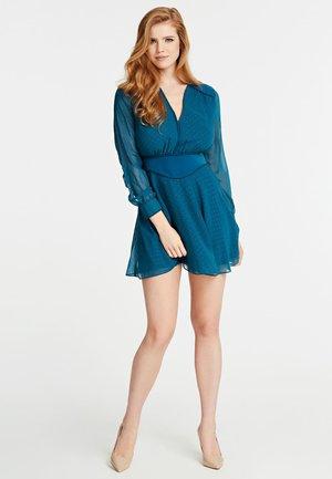 GUESS KLEID ALLOVER-STRASS - Robe d'été - dunkelblau