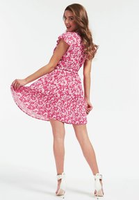 Guess - GUESS KLEID BLUMENMUSTER - Day dress - mehrfarbe rose - 1