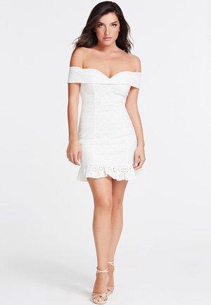 GUESS KLEID BAUMWOLLE - Sukienka koktajlowa - weiß