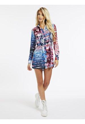 MIT GÜRTEL - Sukienka koszulowa - gemustert multicolor