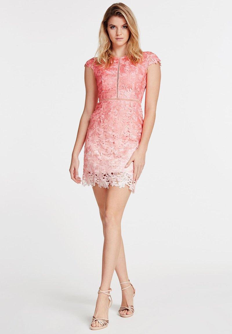 """Guess - """"A$AP ROCKY"""" - Vestito elegante - mehrfarbe rose"""