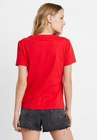 Guess - STONES TEE - T-shirt print - tomato juice - 2