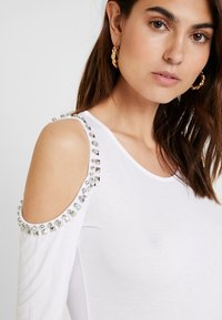 Guess - LEONORA - T-shirt à manches longues - true white - 3
