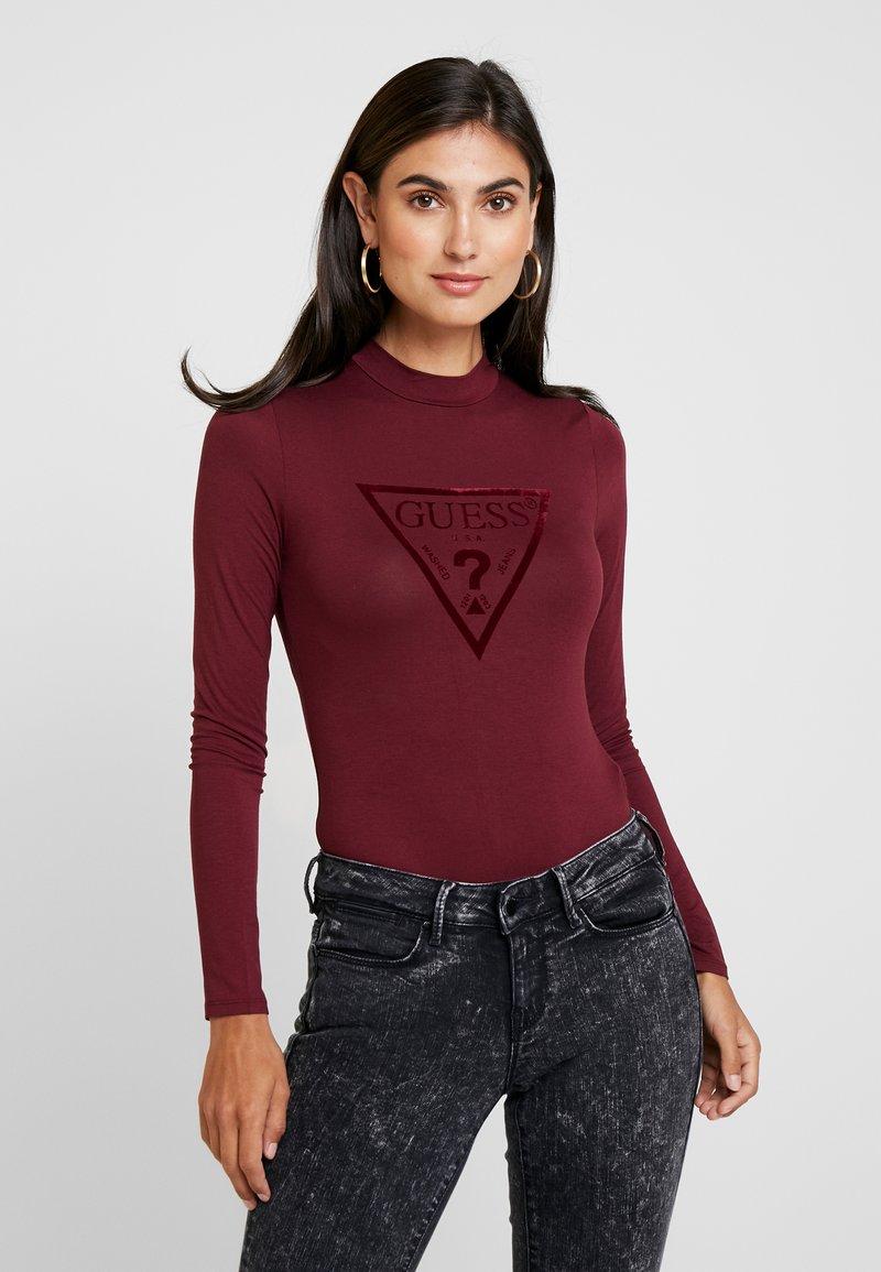 Guess - LEO TRIANGLE BODY - Langarmshirt - martina red