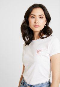 Guess - Camiseta básica - true white - 3