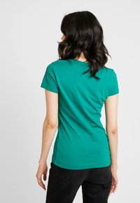 Guess - Basic T-shirt - hometown green - 2