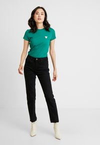 Guess - Basic T-shirt - hometown green - 1