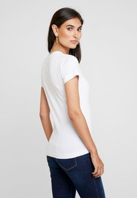 Guess - ICON - T-shirt con stampa - true white - 2