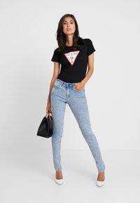Guess - ICON - T-shirt print - jet black - 1