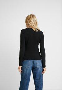 Guess - ICON TEE - T-shirt à manches longues - jet black - 2