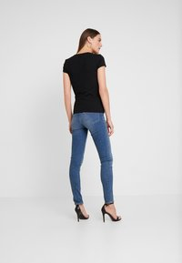 Guess - ICON TEE - T-shirt imprimé - jet black - 2
