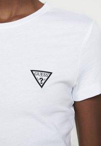 Guess - POP TEE - T-shirts - true white - 5