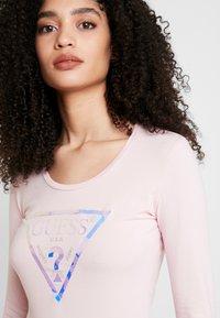Guess - SUMMER LOGO - T-shirt à manches longues - pink palm tree - 4