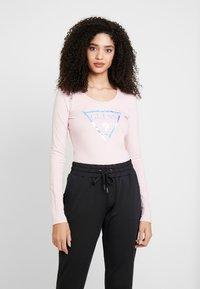 Guess - SUMMER LOGO - T-shirt à manches longues - pink palm tree - 0