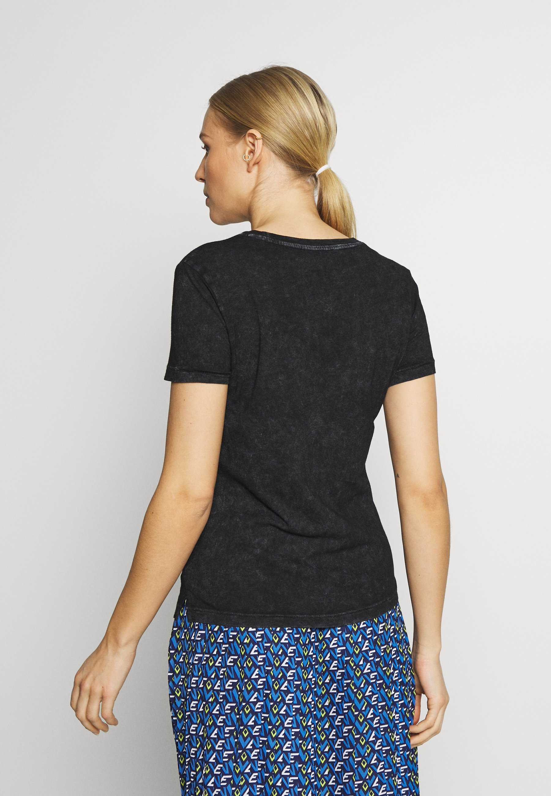 Guess NEON - T-shirts med print - jet black