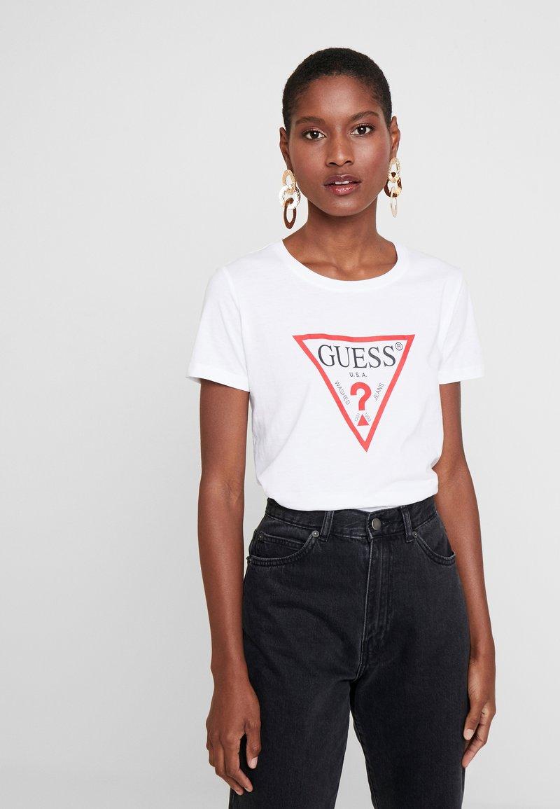 Guess - CREW NECK SS - Camiseta estampada - true white