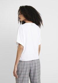 Guess - PUNK - Camiseta estampada - white and purple - 2