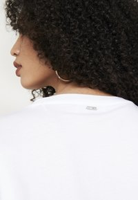 Guess - PUNK - Camiseta estampada - white and purple - 3