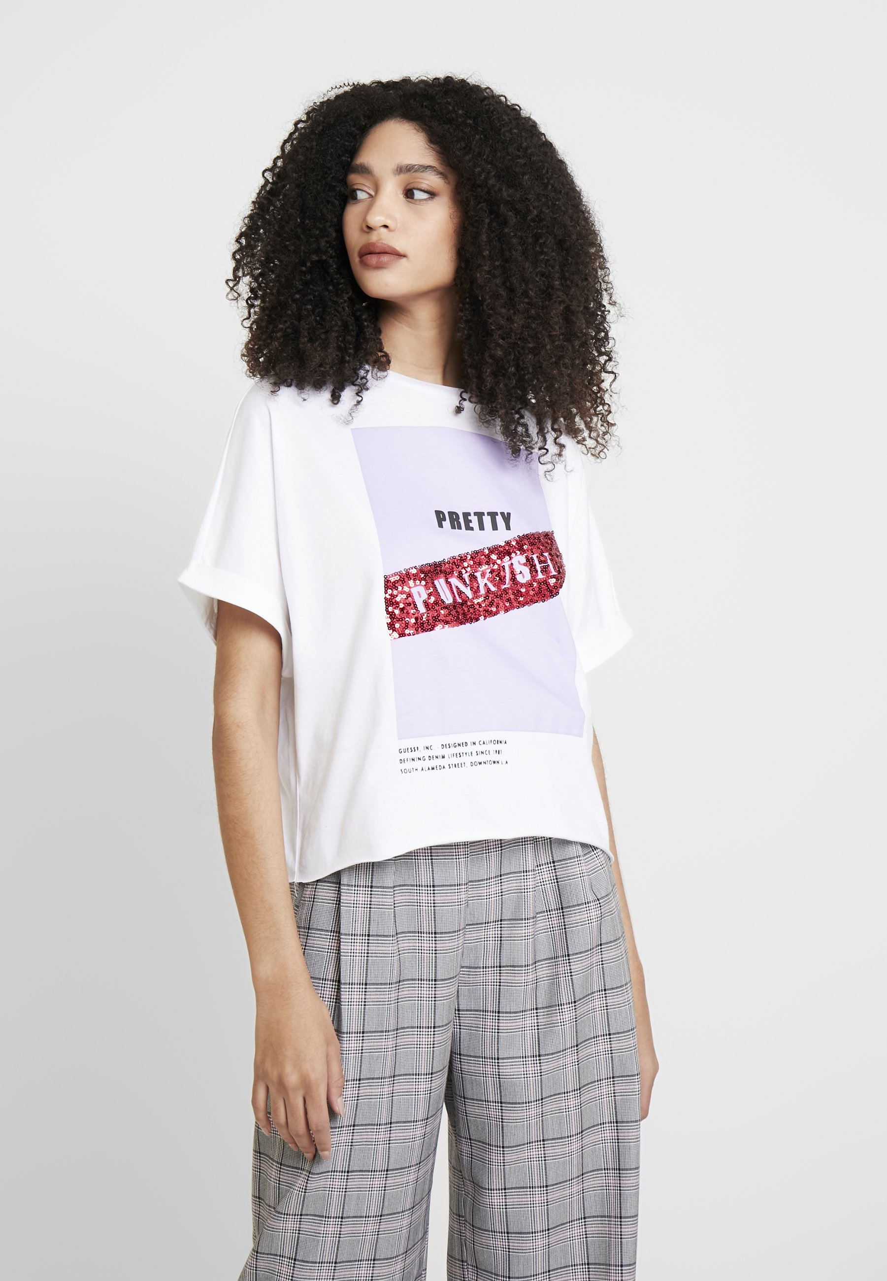 Guess PUNK - T-shirts med print - white and purple