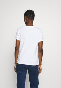 Guess - PALMS TRIANGLE - T-shirts med print - blanc pur - 2