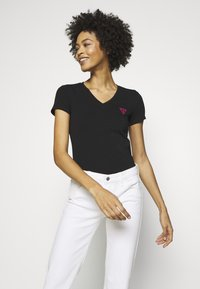 Guess - TRIANGLE - T-shirt con stampa - jet black - 3