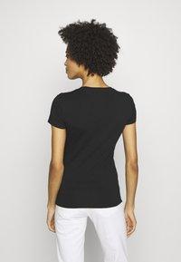 Guess - TRIANGLE - T-shirt print - jet black - 2