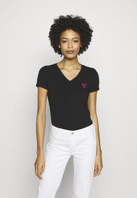 Guess - TRIANGLE - T-shirt con stampa - jet black - 0