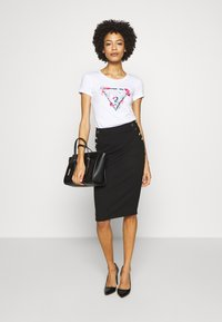 Guess - LORY TEE - T-shirts med print - blanc pur - 1
