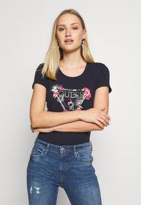 Guess - LORY TEE - T-shirt imprimé - la la night - 0