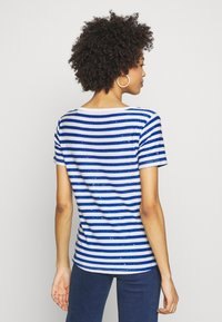 Guess - AMAIA - Print T-shirt - white/blue - 2
