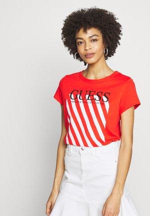 SS RN CREAMY TEE - T-shirts med print - Firecracker