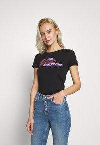 Guess - PRISCA TEE - T-shirt imprimé - jet black - 0