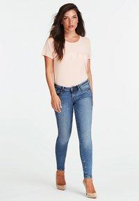 Guess - Print T-shirt - rosa - 1