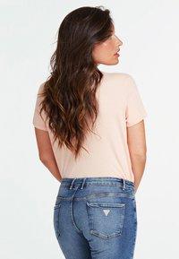 Guess - Print T-shirt - rosa - 2