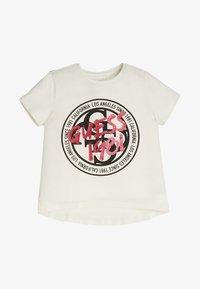 Guess - FRONTLOGO - T-shirt z nadrukiem - white - 0