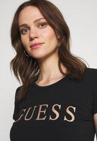 Guess - ANGELIKA TEE - T-shirt imprimé - jet black - 3